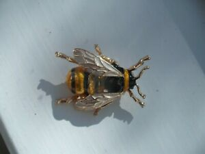 Beautiful-Vintage-Style-HONEY-BEE-Bumble-ENAMEL-BROOCH-Pin-Manchester-Jewellery