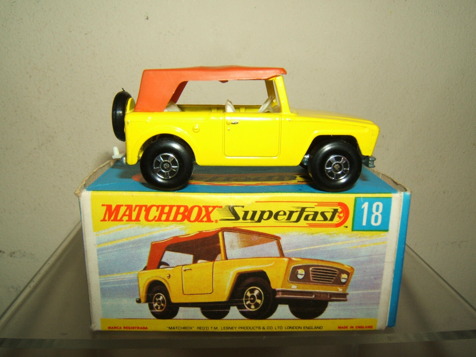 MATCHBOX SUPERFAST MODEL  No.18e FIELD CAR. ( NARROW WHEELS )   VN  MIB