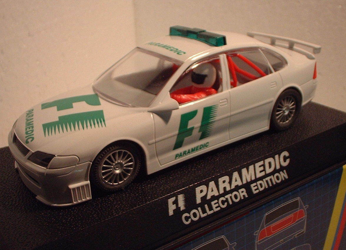 Qq C 2197 SCALEXTRIC UK VAUXHALL VECTRA F1 PARAMEDIC COLLECTOR EDITION