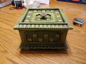 Vintage-70s-Avocado-green-Ornate-box-Plastic-Made-In-The-USA-coffee-table-sewing