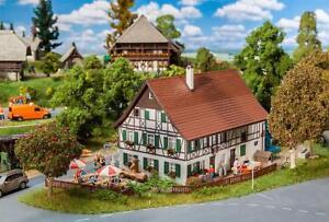 Faller-H0-130556-Bauernhaus-mit-Wirtschaft-Neu