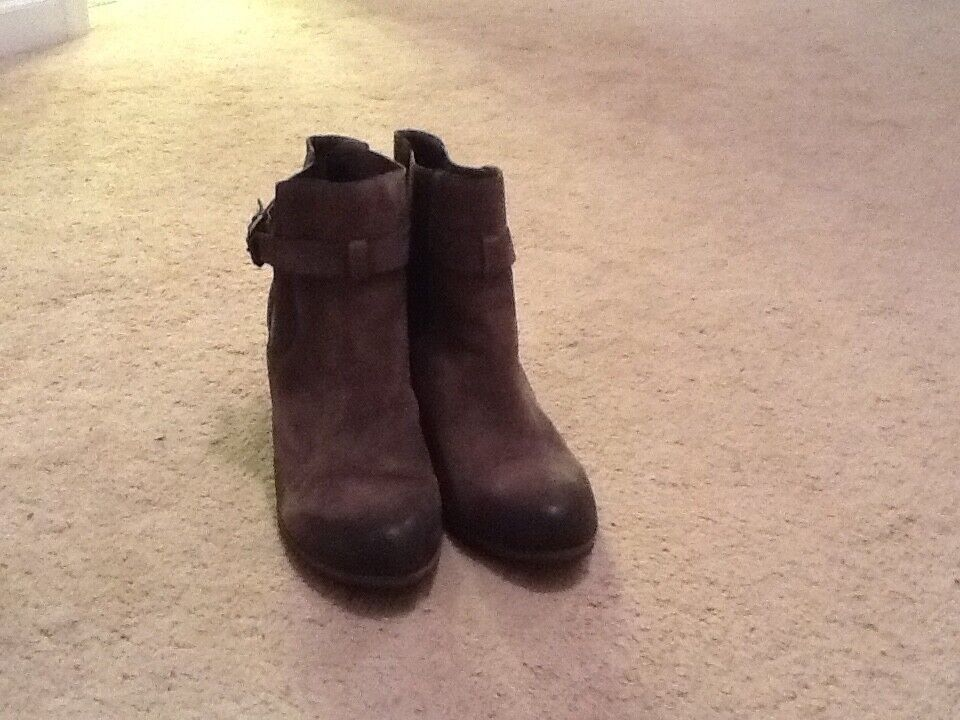 Womens leather grey wedge bootie size 9