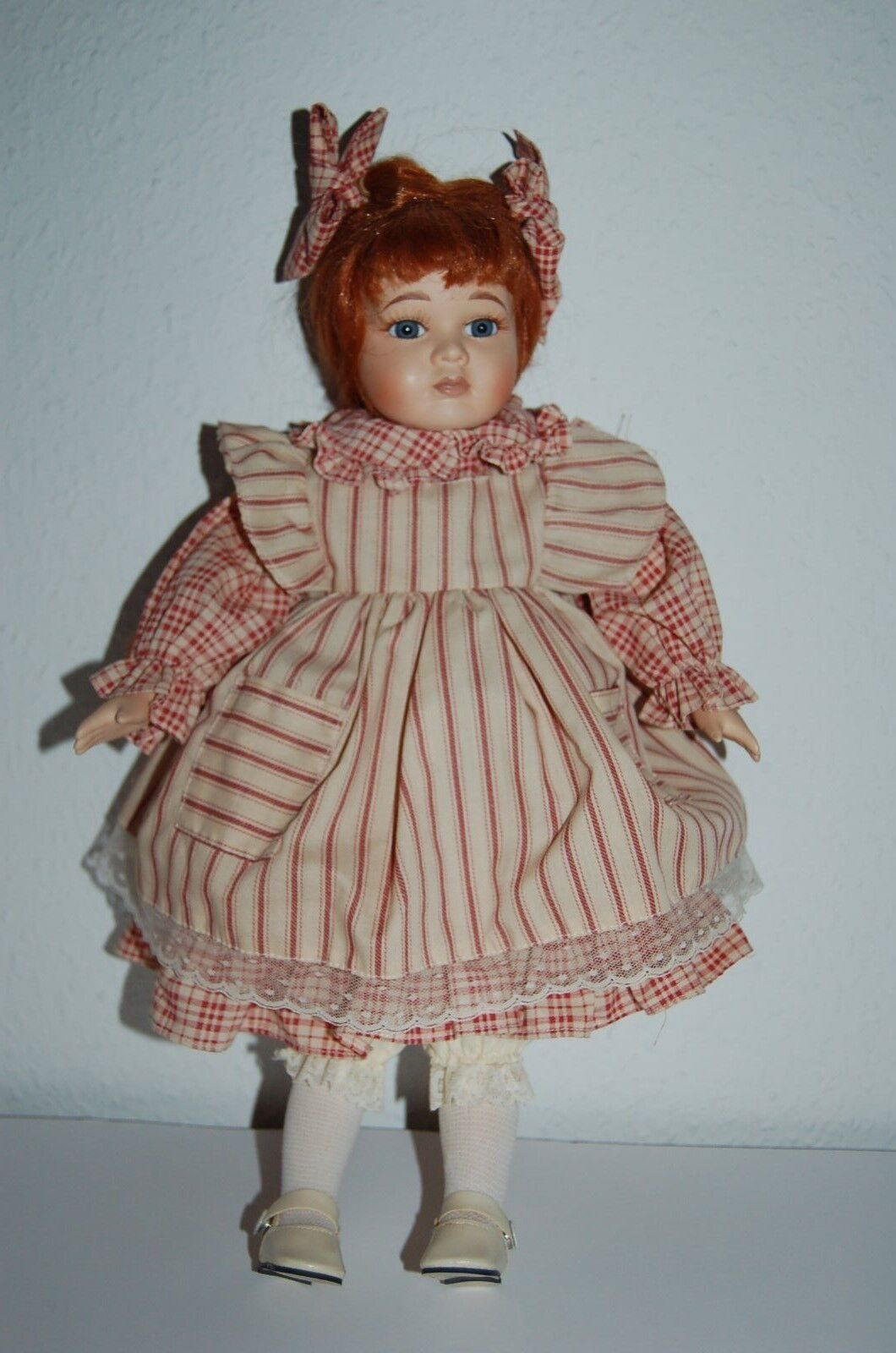 Porzellanpuppe Mädchen mit roten Haaren