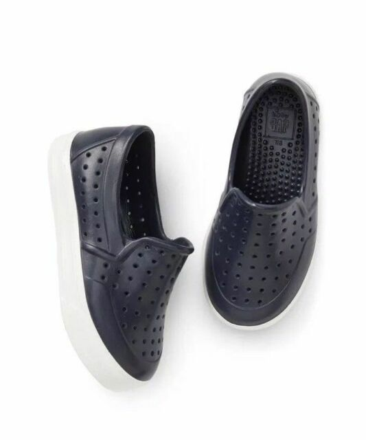 f75489ba9 GAP Boys Water Shoes Youth Sz 1 2 Navy Blue White Trim Perforated Rubber  Slip On