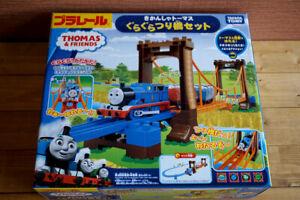 TAKARA TOMY Plarail Thomas /& Friends Wobble Bridge Set w// Tracking NEW
