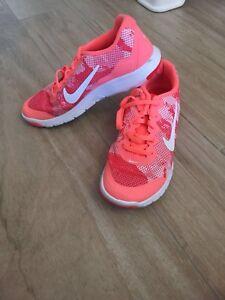 Details zu Nike Turnschuhe 37,5 Neon Orange Weiß