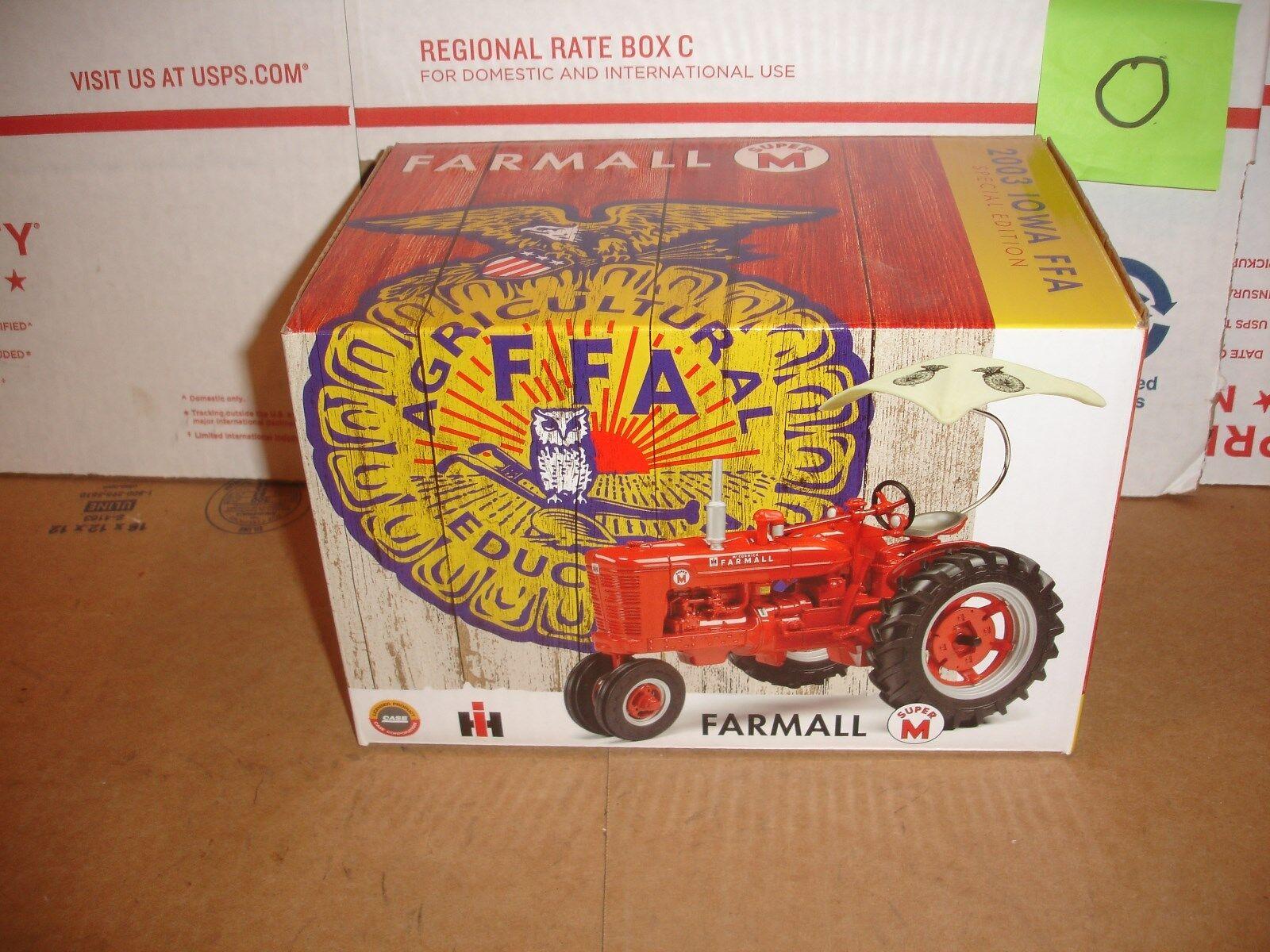 1/16 Tractor Farmall M FFA Iowa Juguete