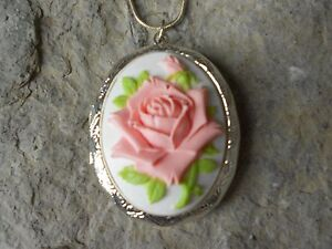 Cameo bracelet with creamy roses