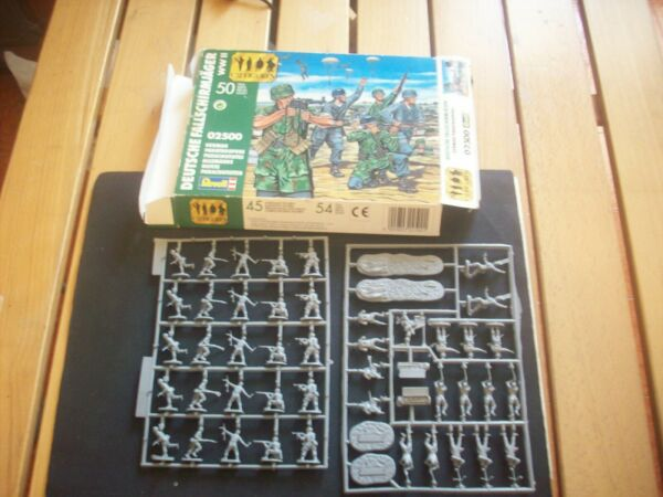 Revell German Paratroopers Ww2, Scala 1/72