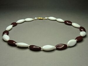 Vintage-Czech-Bohemian-Red-amp-White-Pressed-Glass-Bead-Necklace