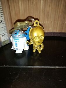 Lot-of-2-STAR-WARS-BACKPACK-HANGERS-R2-D2-AND-C-3PO