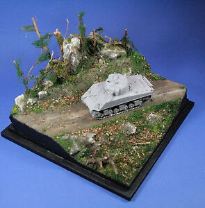 D35028-DIORAMA-BASE-1-35-1-43-1-48-034-INTO-THE-FOREST-034-25x25x18cm