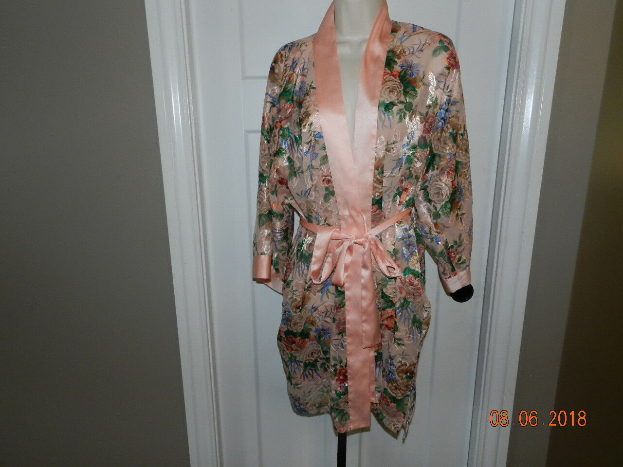 Victorias Secret Silky Robe Floral Print One Size Peach gold Label