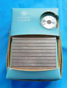 VINTAGE 1963 General Electric POCKET TRANSISTOR RADIO TURQUOISE # P910G + CASE