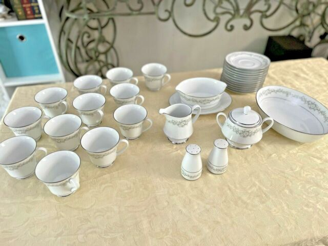 Contemporary Fine China by Noritake Japan Donegal 2179 20 Piece Set