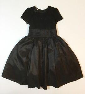 Imagenes de chicas con vestido negro