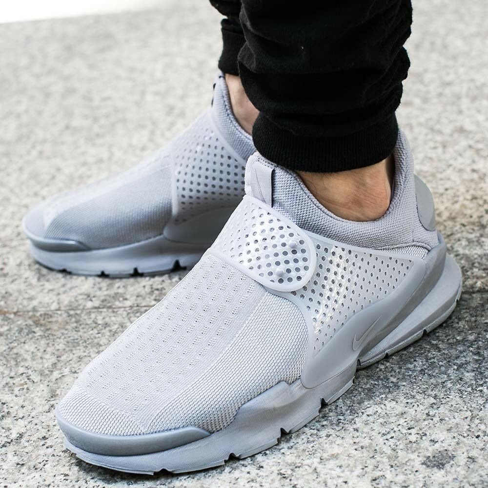 UK sale Men's Dark GreyBlack Running Shoes 942236 007 Of