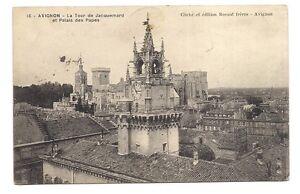 avignon-la-tour-de-jacquemard-et-palais-des-papes