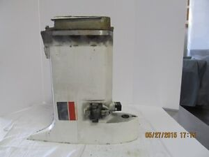 1979 JOHNSON 55 HP CENTER SECTION / EXHAUST HOUSING WITH MOUNTS
