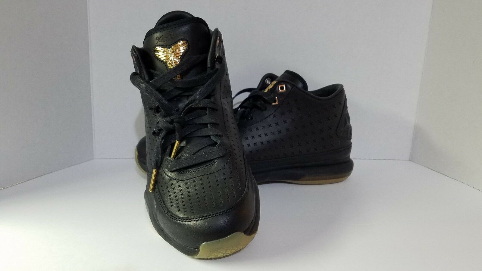 NEW in BOX  NIKE Kobe X Mid EXT SZ 10.5 Black Metallic gold Basketball shoes.