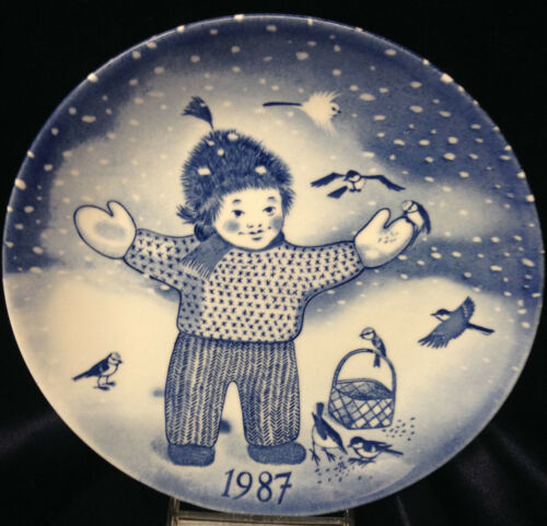 "GUSTAVSBERG SWEDEN PAUL HOFF 1987 CHRISTMAS PLATE 8 12"" CHILD FEEDING BIRDS"