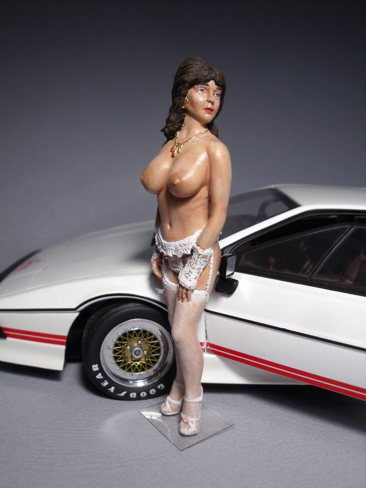 BABETTE  1 18  PAINTED  GIRL  FIGURE  BY  VROOM  FOR  LOTUS  ESPRIT  AUTOART