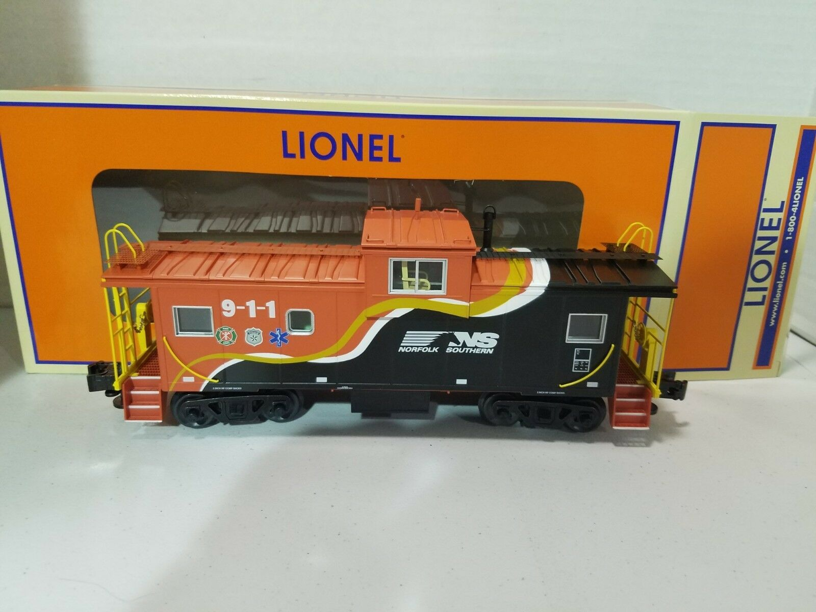 Lionel Norfolk Soothern First Responders Wide Vision Caboose