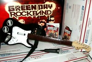 with Dongle MIC GREEN DAY Game Wii Rock Band 2 Fender Stratocaster Guitar Bundle