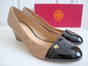 c7fceb995dd2 NIB  265 TORY BURCH Claremont Wedge Heel Shoes Black Beige Quilted ...
