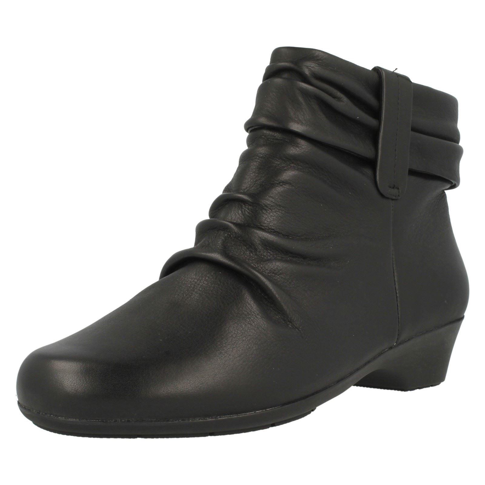 Clarks' Merrian Lyn 'Schwarze Leder Reißverschluss 3.2cm Blockabsatz Biker Boots