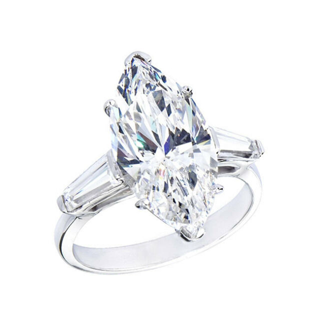18kt G/H SI 2.20ct Marquise Cut Diamond Engagement Ring Certified