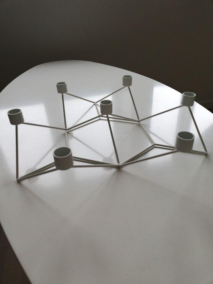 Hvid lysestage med plads til 6 lys