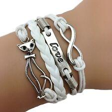 Bracelet blanc avec un chat love et lien infini. cat and tree