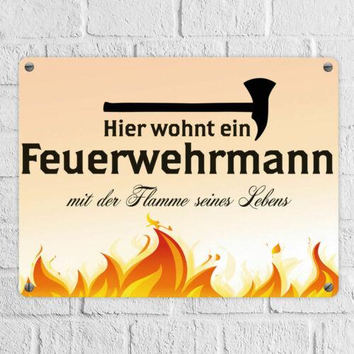 Blechschild Feuerwehrmann mit der Flamme seines Lebens in 15x20 cm Comic-Style