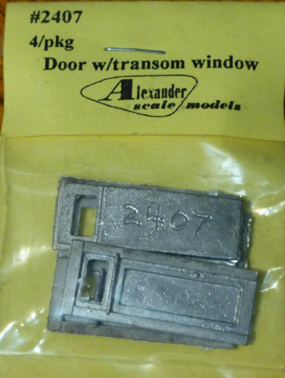 Triple Alexander Scale Models #2510 Windows 4 in pkg Light Cast Medal