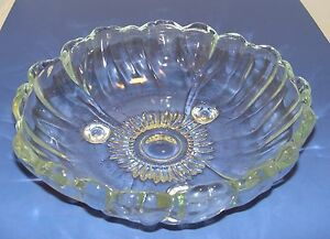Vintage-Heavy-Thick-Clear-Flower-Shaped-Glass-10-034-Serving-Fruit-Bowl