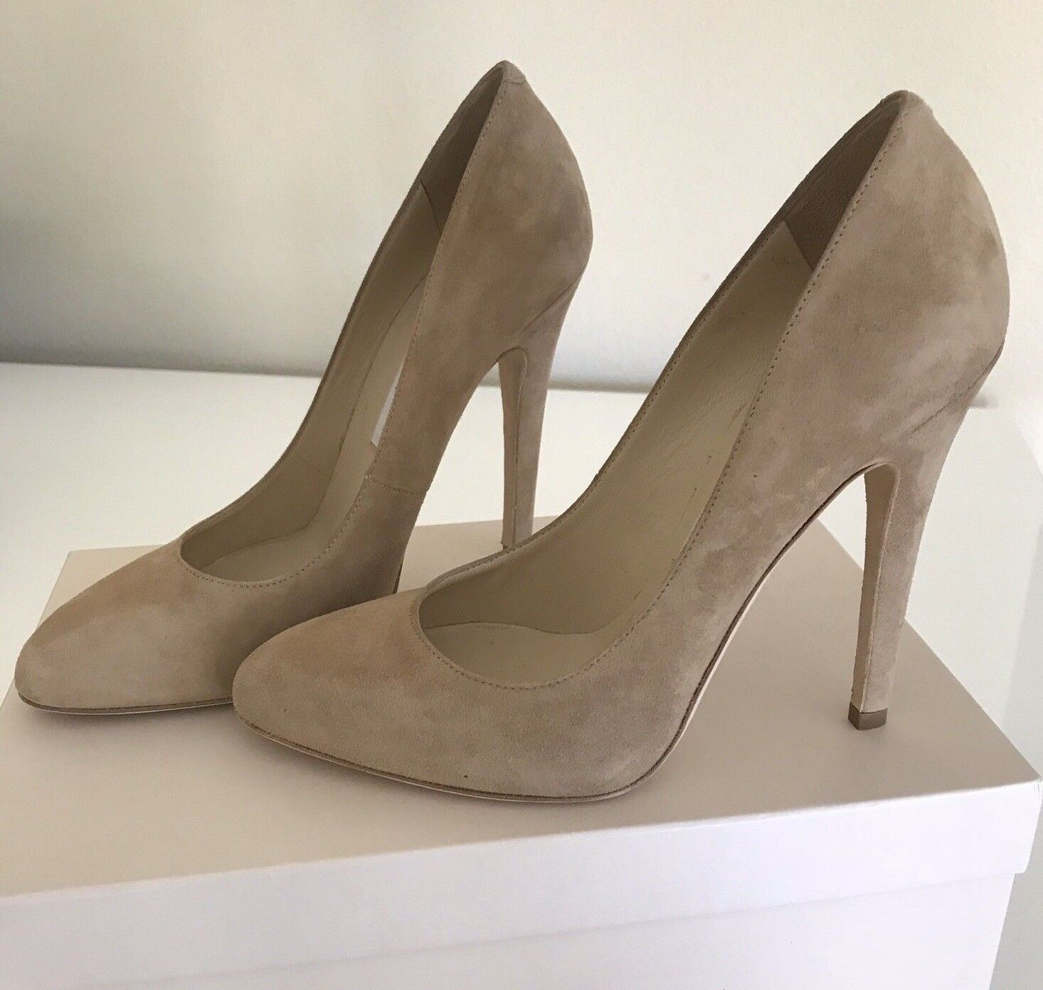 JIMMY CHOO 247 Victorie Sue Pump Nude Suede Size 37.5