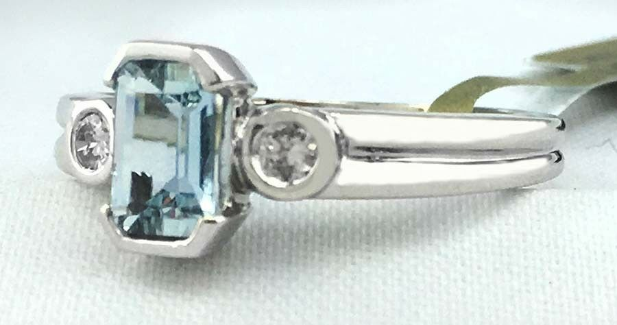 Genuine 0.78 Cts Aquamarine & Diamonds 14k White gold Ring