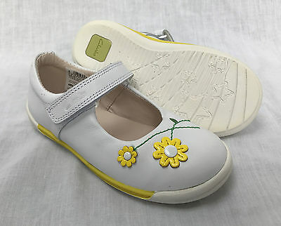 BNIB Clarks Girls Softly Jam White Leather First Shoes F /& G Fitting