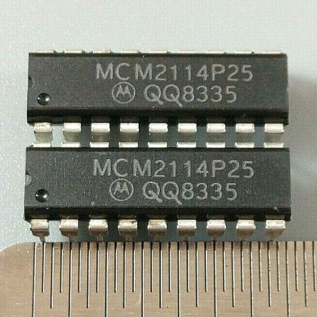 LOT OF 2 MOTOROLA MCM2114P25 SRAM 1Kx4 MOS 18PIN DIP
