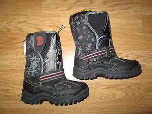 Boys-boots-Disney-Star-Wars-winter-snow-boots-Darth-Vader-New-size-10-George