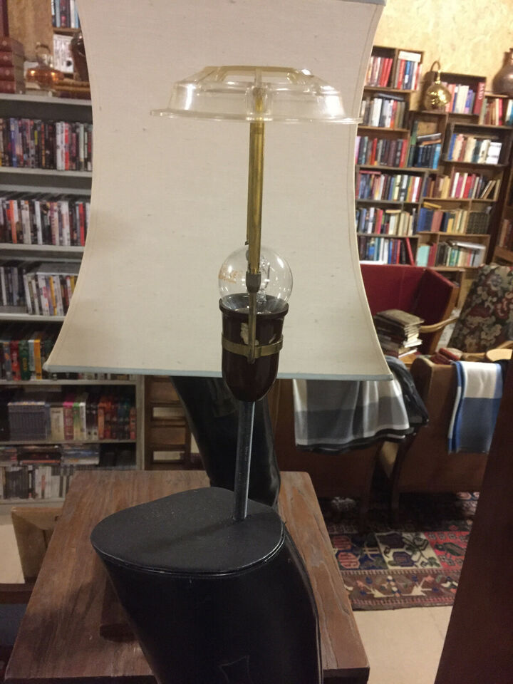 Et par ridestøvle bordlamper