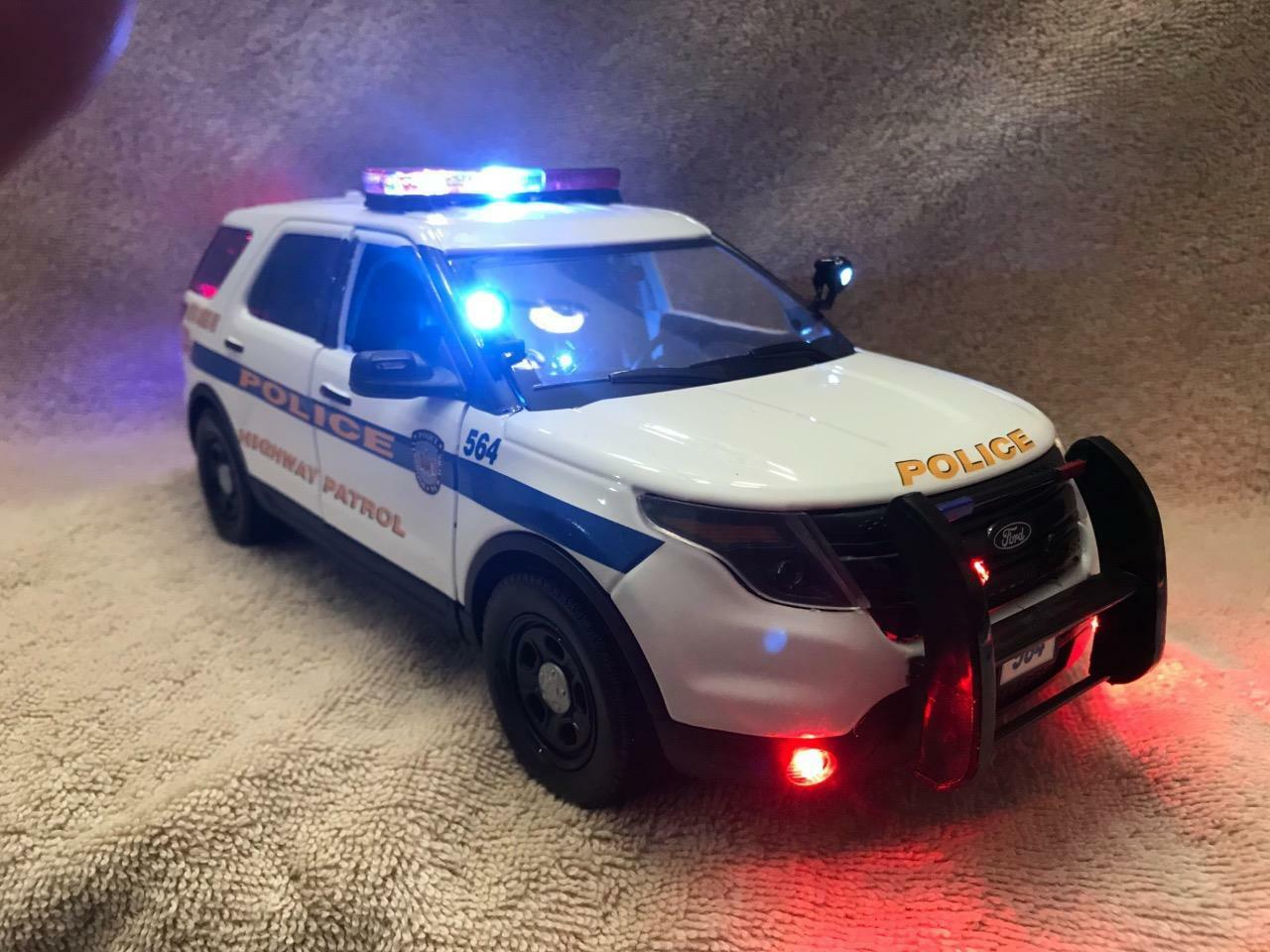 LYNBROOK Diecast Escala 1 18 de policía de Nueva York Ford Sport Utility Vehicle con luces y sirena en funcionamiento