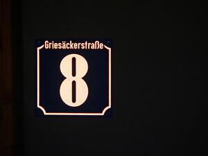 Hausnummer reflektierend 20x20 cm, Wunsch- Ziffern / Straßenname, Aluminium