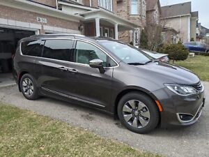 2018 Chrysler Pacifica hybrid limited edition