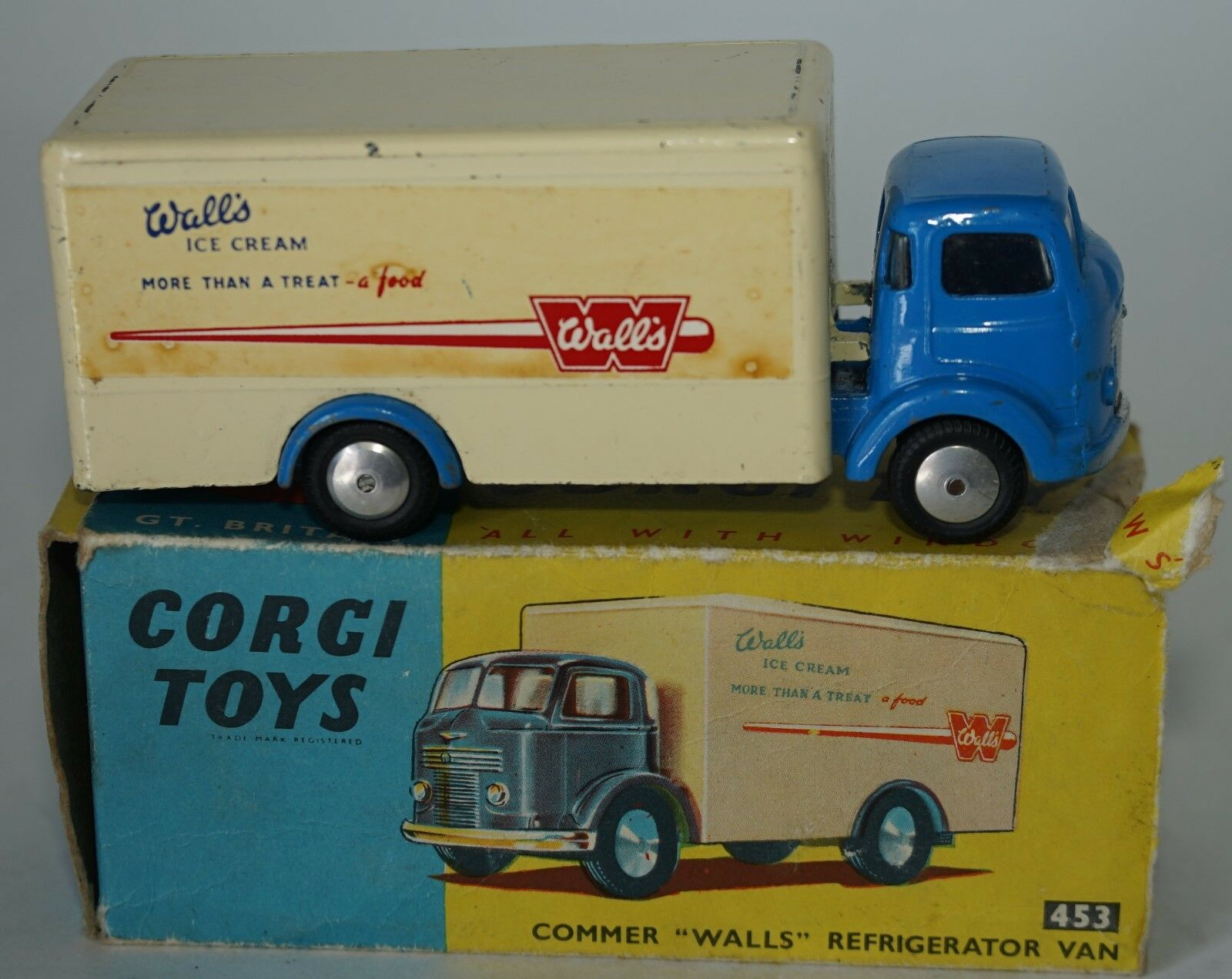 CORGI 453 COMMER REFRIDGERATED VAN WALLS ICE CREAM