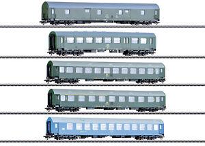 Maerklin-H0-42982-Reisezugwagen-Set-034-Deutsche-Reichsbahn-der-DDR-034-NEU-OVP