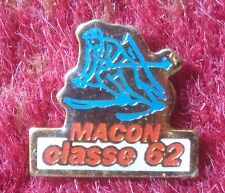 PIN BADGE, METAL & ENAMEL: CLASSE MACON, 62: SKIING