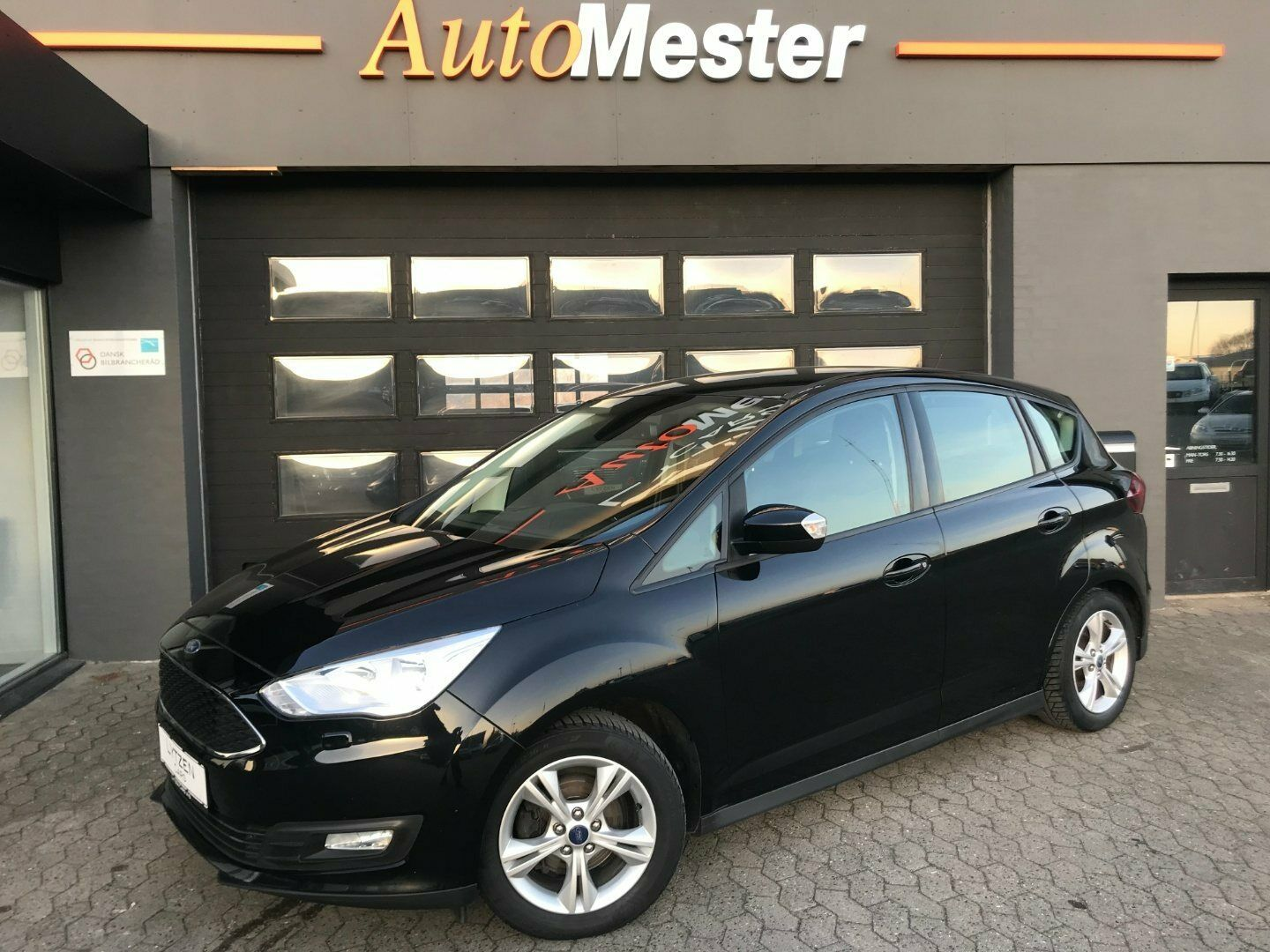 Ford C-MAX 1,5 TDCi 120 Business 5d - 168.800 kr.