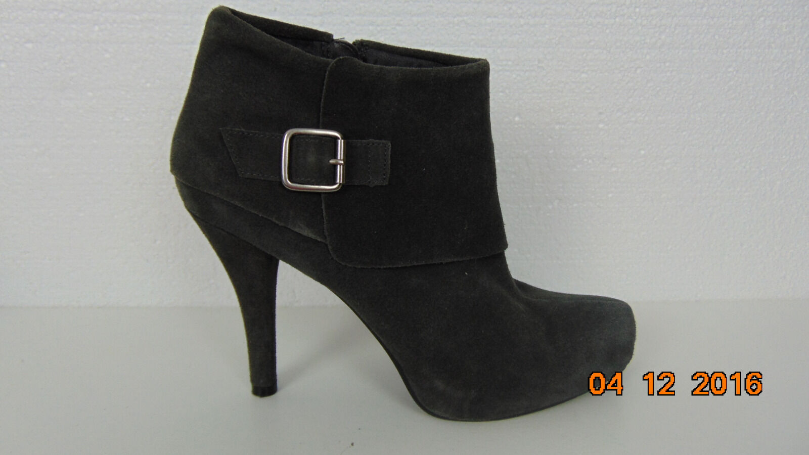 womens kenneth cole reaction Gray suede boots ankle high size 8.5 medium